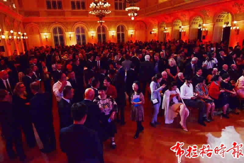 201909250035 - 【布拉格时报】中国驻捷克大使馆隆重庆祝新中国成立70周年暨中捷建交70周年,捷克总统泽曼出席并致辞